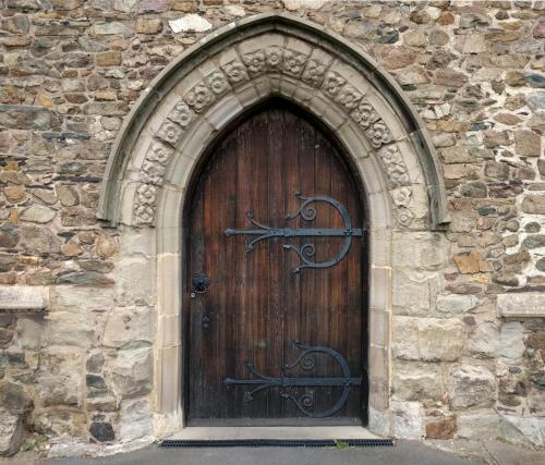 ratby-church-north-door-by-day